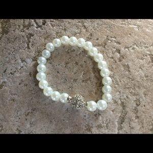 Jewelry - Beautiful faux pearls bracelet